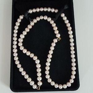 Beautiful Authentic pearl necklace. Pink, New